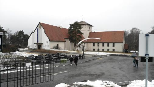 Das Wikingerschiffmuseum. Die Form des Gebäudes lässt erahnen, wo die Schiffe stehen.