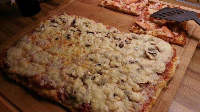 Das war die Pizza für Marco und Tina, da haben wir natürlich auch was abbekommen, denn die war ein bisschen groß.