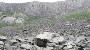 Die Felswand da hinten ist auch viel riesiger wie sie auf dem Bild aussieht.